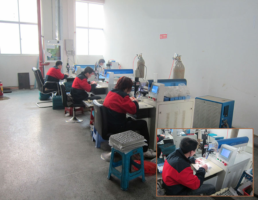 Trabajadores de fábrica de joyas